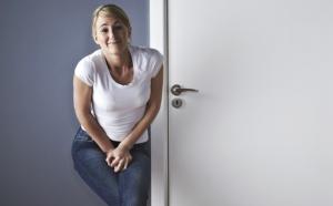 чёрный кал причины у женщин после 50 лет